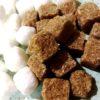 Terrons de sucre irregulars blanc i moreno ideal pel teu cafè o te.